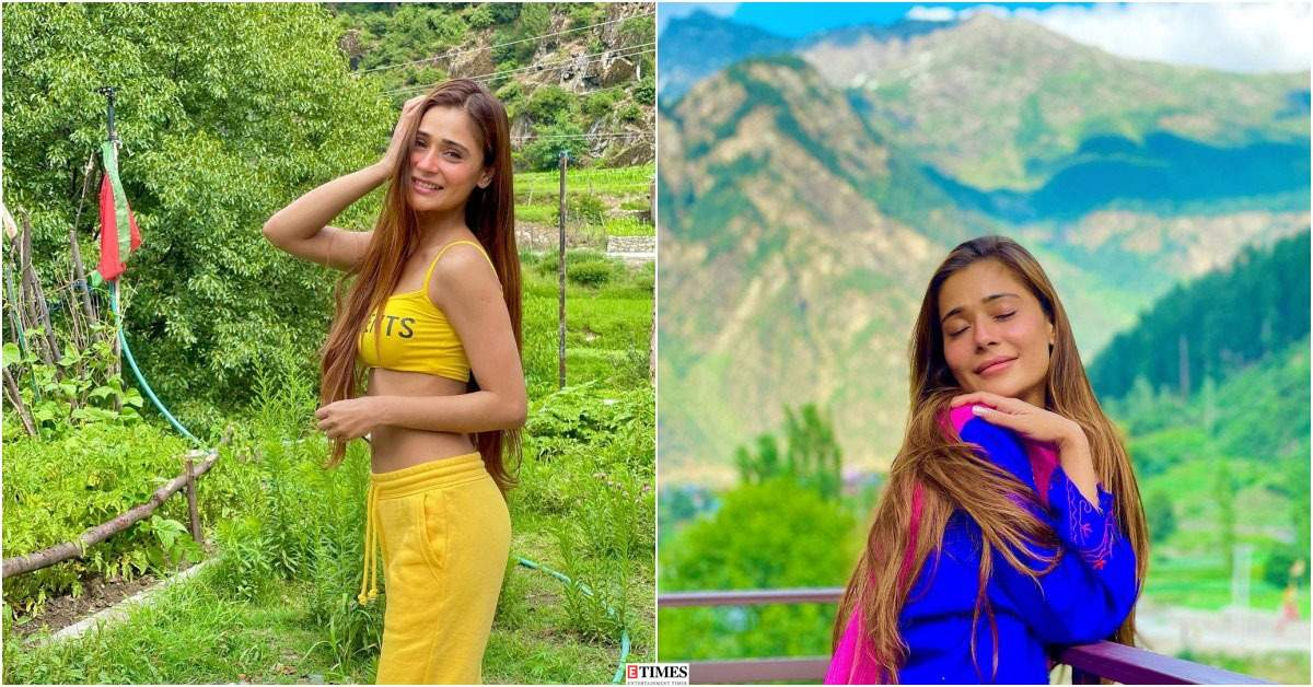 Sara Khan's mesmerising pictures from Jammu and Kashmir will leave you enthralled