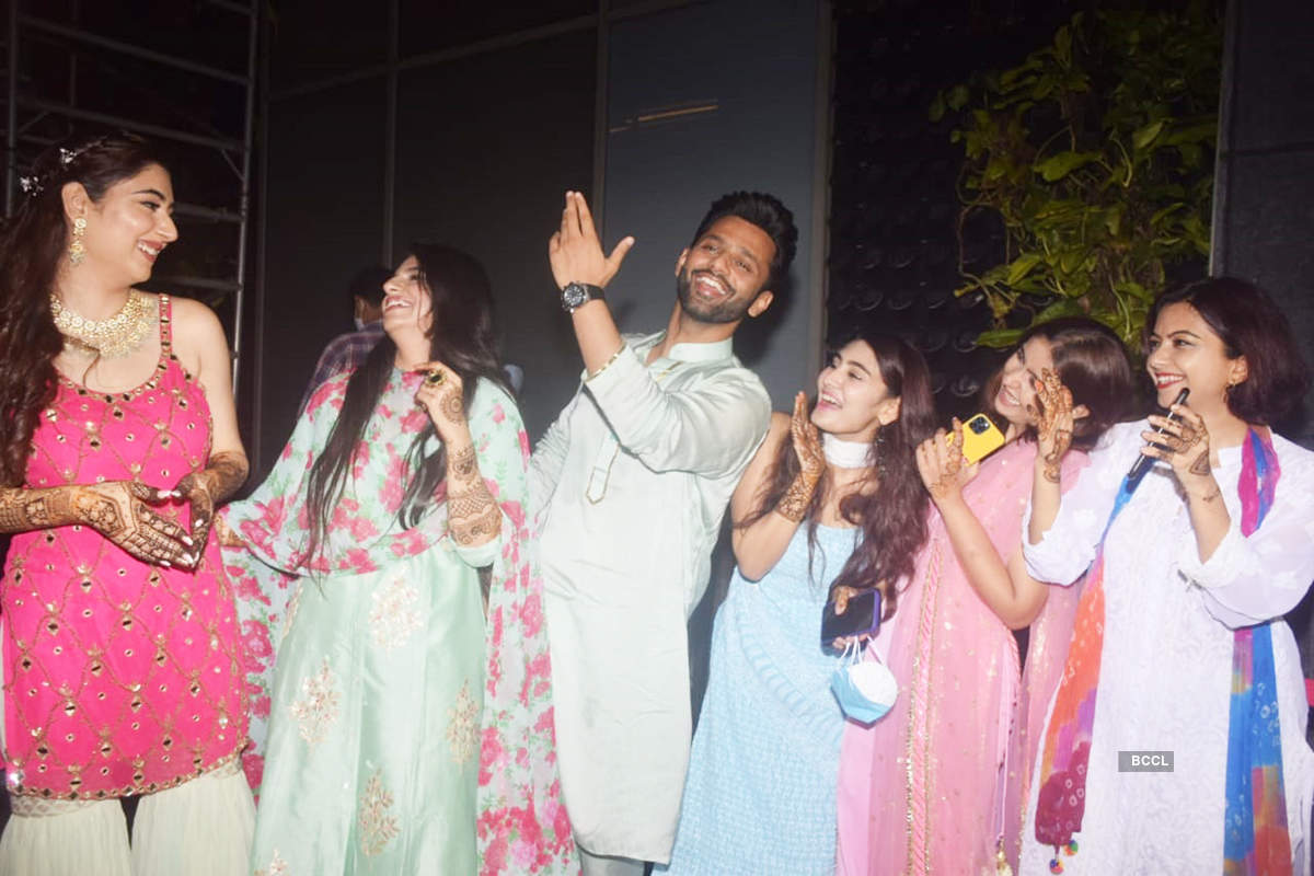 Rahul Vaidya-Disha Parmar wedding: New pictures from Mehendi ceremony as it begins with bright smiles and dancing