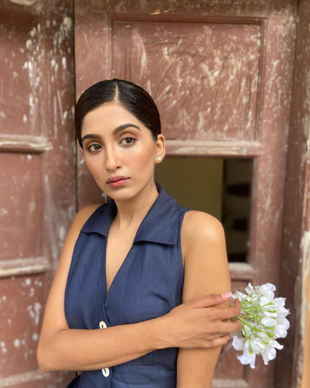 'Chhoti Sardaarni' actress Nimrit Kaur Ahluwalia is a stunner & these pics echo her trendy sartorial choices