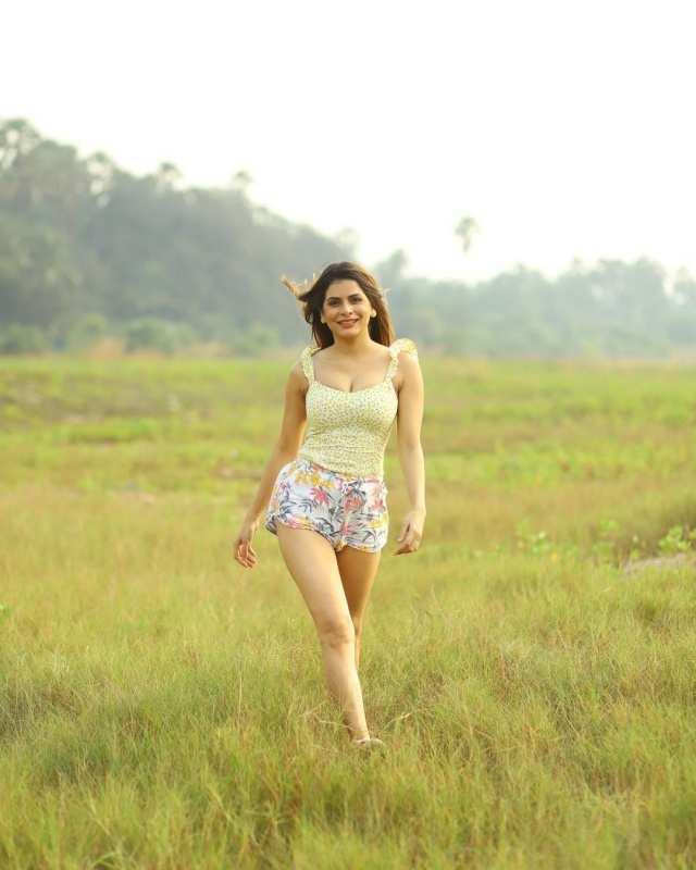 'Kundali Bhagya' fame Isha Anand Sharma will woo you with her enchanting photos