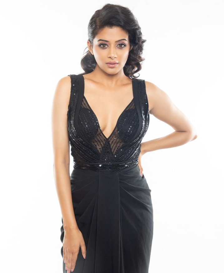 Viral pictures of famous South Indian actress Priyamani