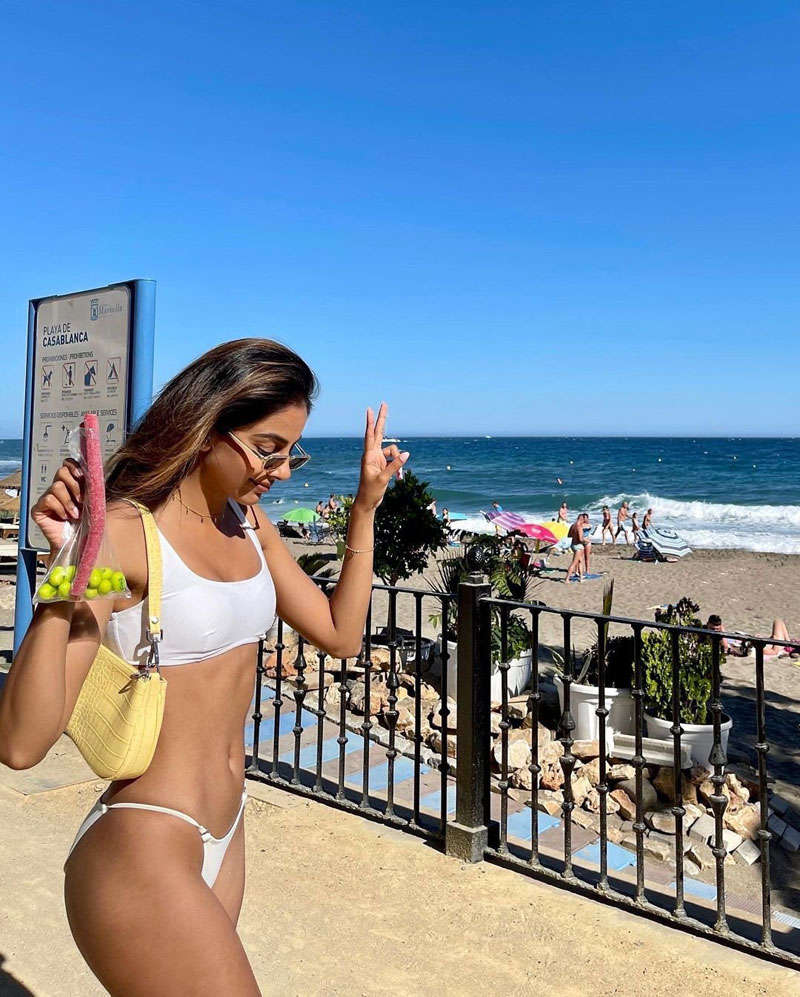 Banita Sandhu is winning hearts with these sun-kissed pictures from her tropical vacation