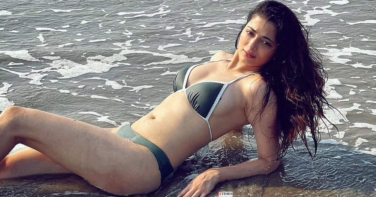Naagin 4 actress Afreen Alvi turns heads with her bewitching pictures