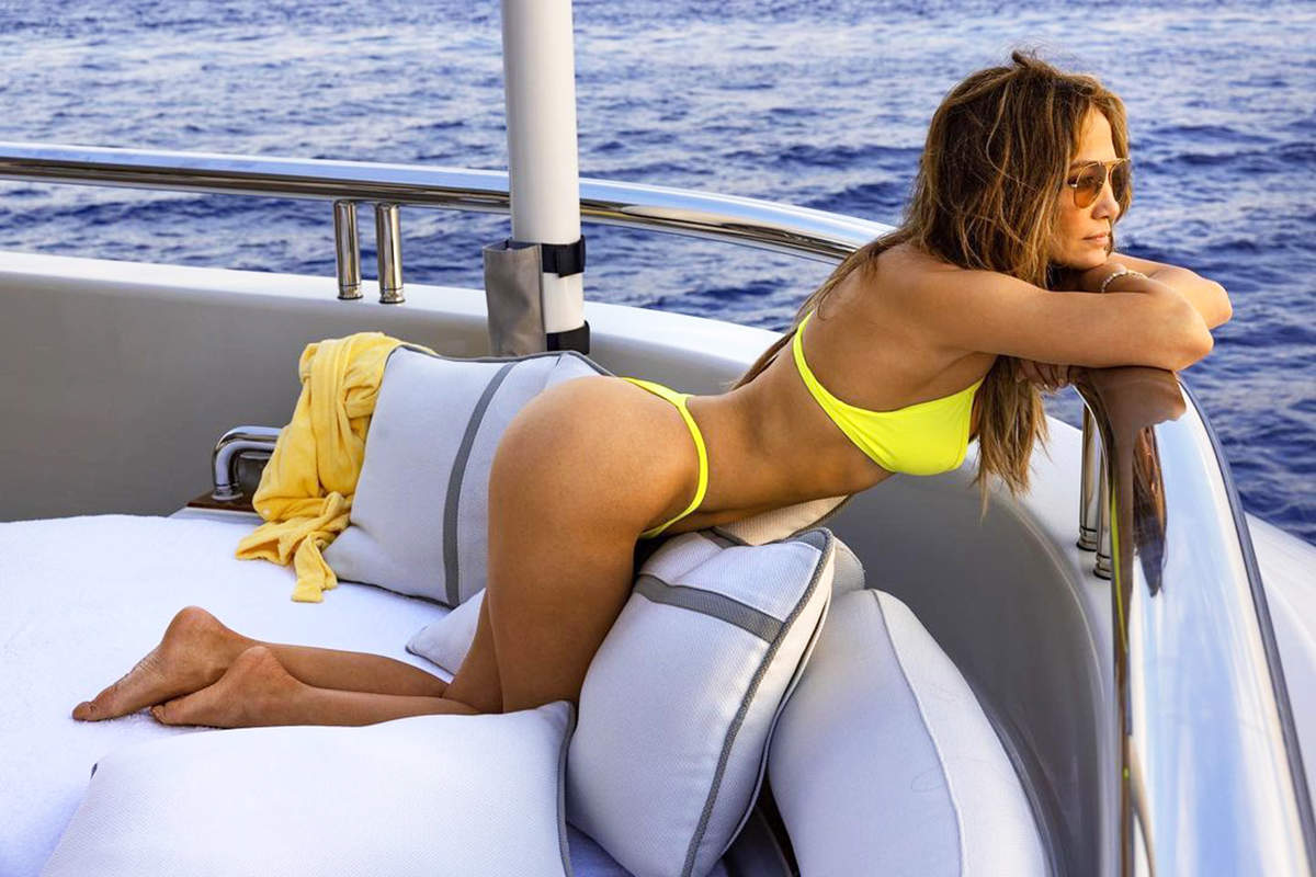 Singer Jennifer Lopez steams up the cyberspace with her bewitching pictures