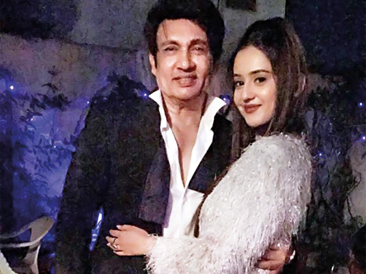 Riya Sharma with her mentor Shekhar Suman