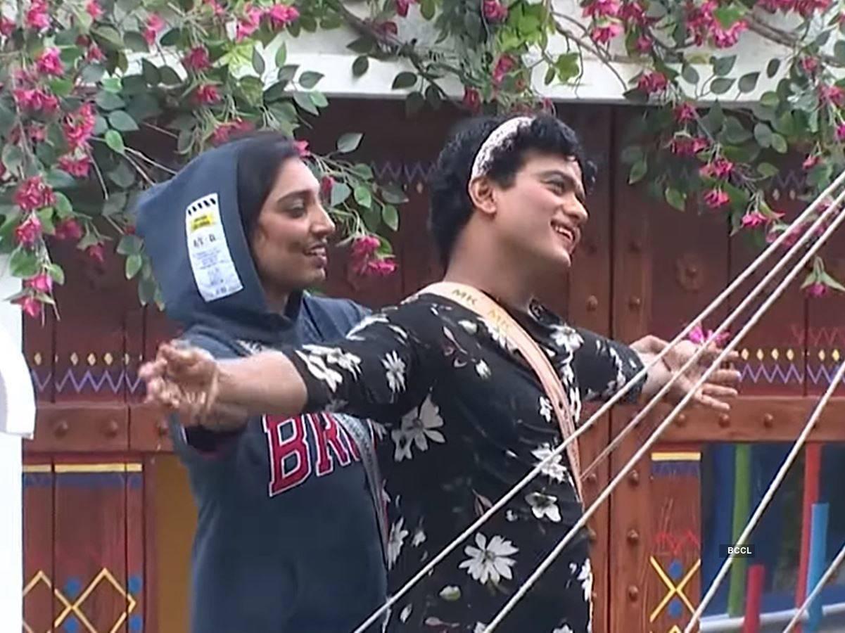 Rithu and Manikuttan's romantic act