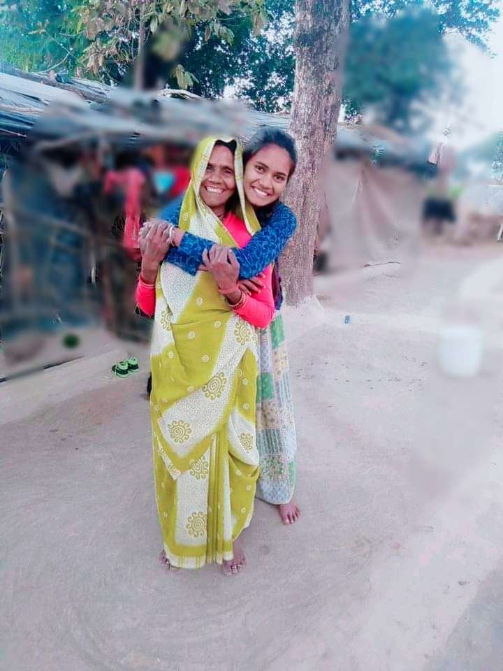 Sisters and teachers motivated Mahoba girl to score 100% in CBSE class XII