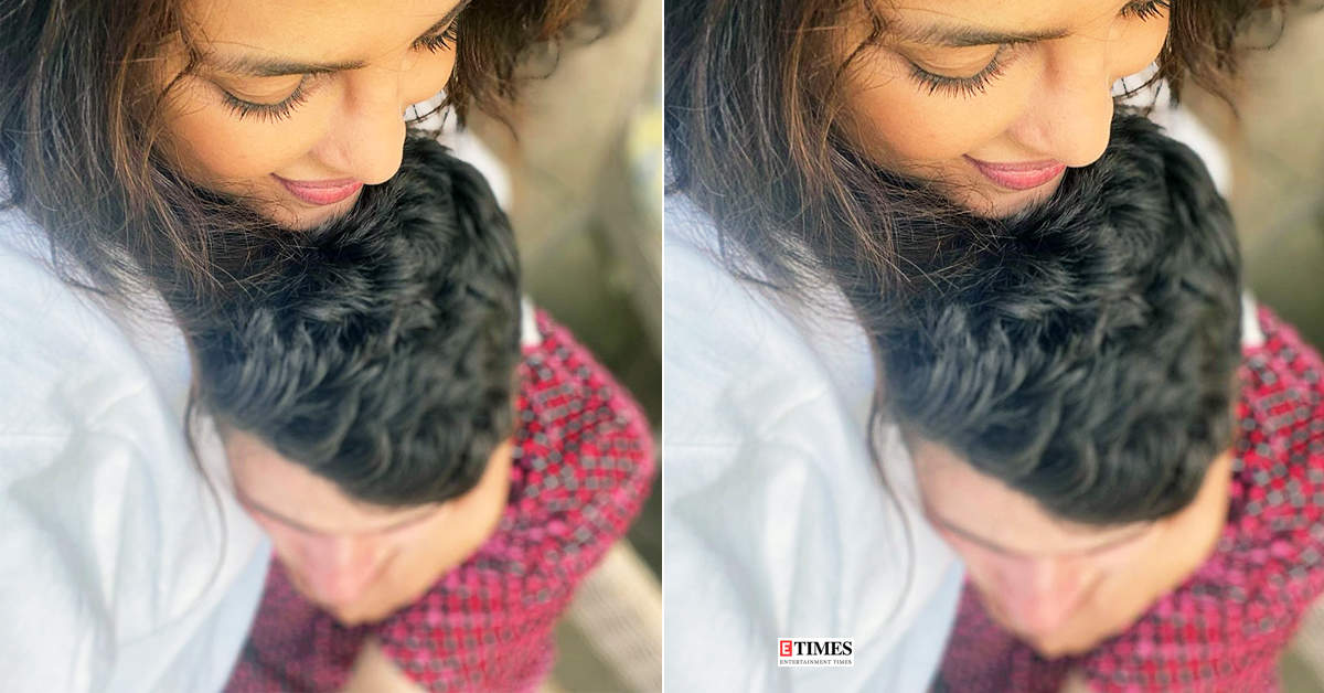 This cosy picture of Priyanka Chopra and Nick Jonas is breaking the internet