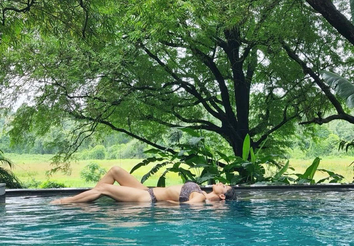 New pool pictures of Mouni Roy are breaking the internet