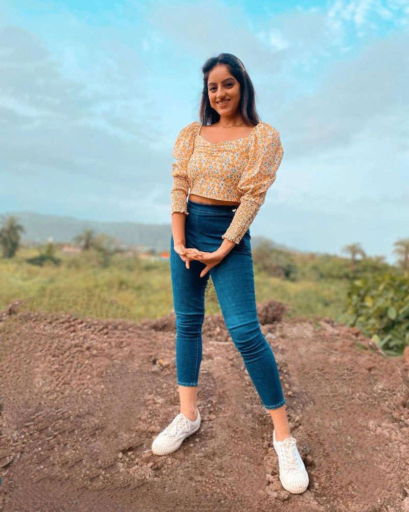 Diya Aur Baati Hum fame Deepika Singh is making heads turn with her glamorous pictures