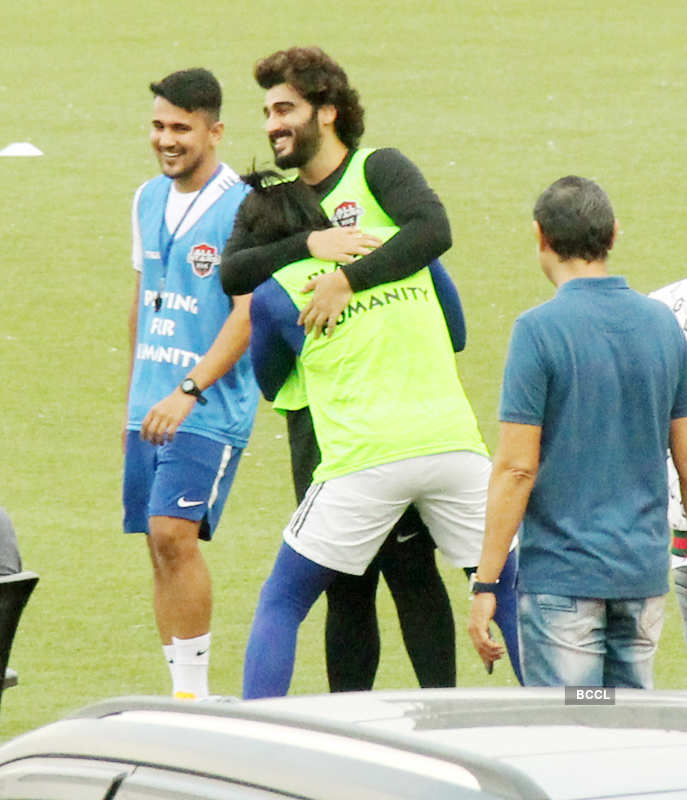 Ranveer Singh and Arjun Kapoor's bromance pictures are too cute to miss!