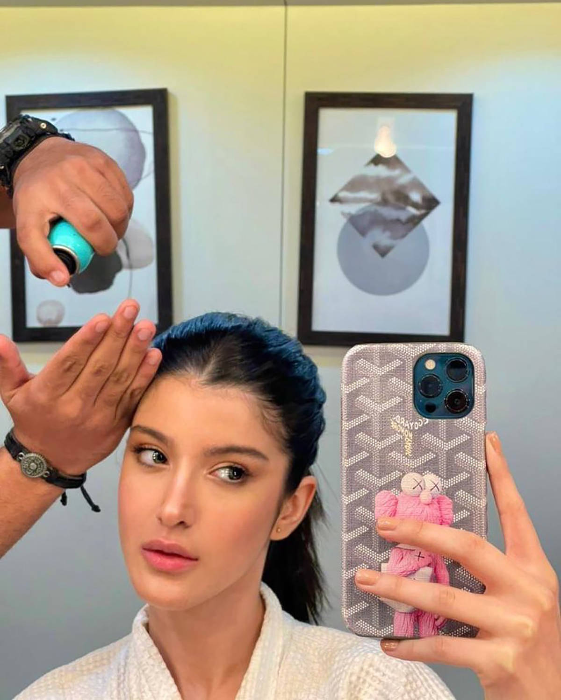 #ETimesCelebTracker: From Shanaya's mirror selfie to Rihanna's love for caviar—here are today's 20 best celeb moments!