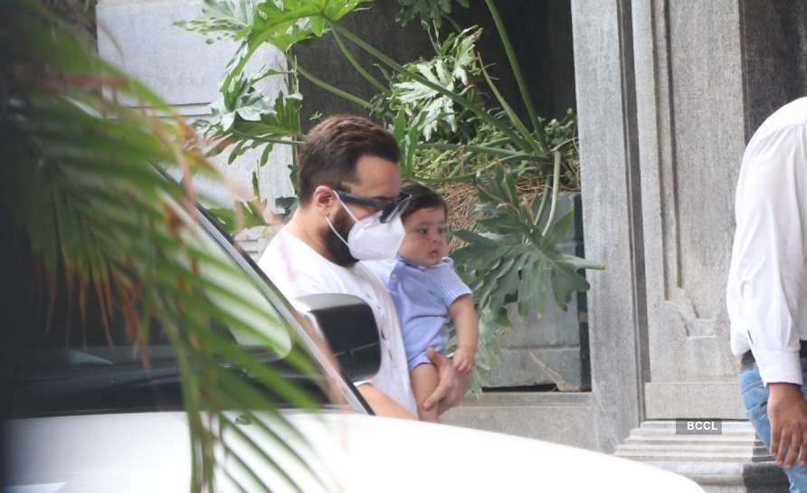 Exclusive! First pic of Kareena Kapoor and Saif Ali Khan's second son Jehangir from their visit to Randhir Kapoor's house – Times of India