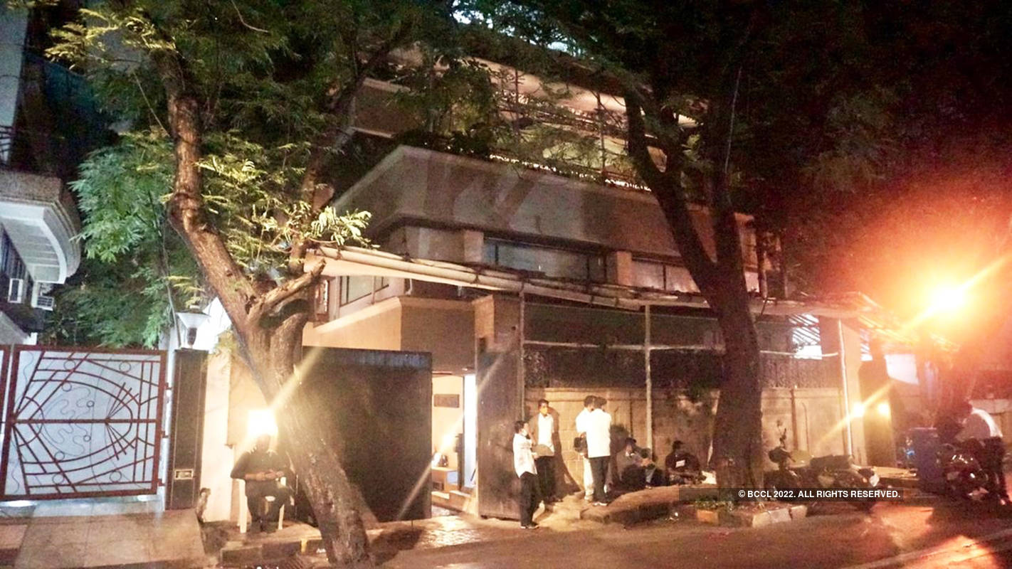 Pictures of Anil Kapoor's decorated bungalow after wedding reports of Rhea Kapoor & Karan Boolani go viral