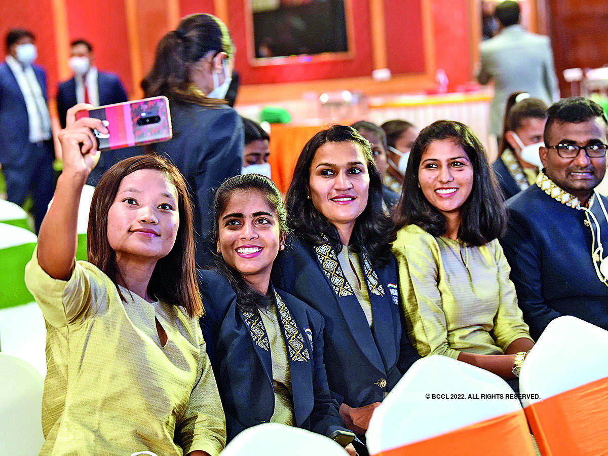 Members of the women's hockey team (L-R) Lalremsiami, Neha, Rani Rampal and Navneet Kaur click a selfie