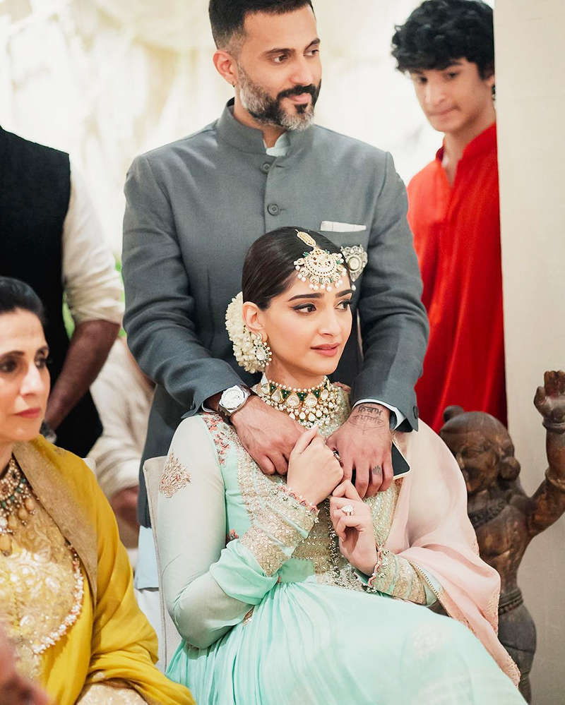 Pictures of Anand Ahuja holding teary-eyed Sonam Kapoor at Rhea Kapoor's wedding will make you emotional!
