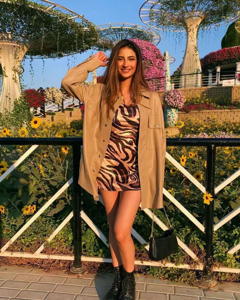 Shweta Tiwari's daughter Palak sends social media into a tizzy with her glamorous avatar