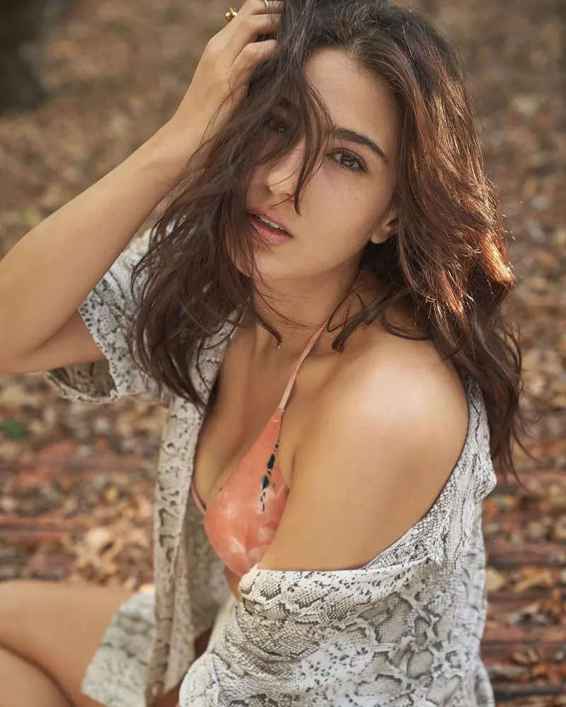 Sara Ali Khan sets the internet ablaze with her stunning pictures in peach coloured bikini