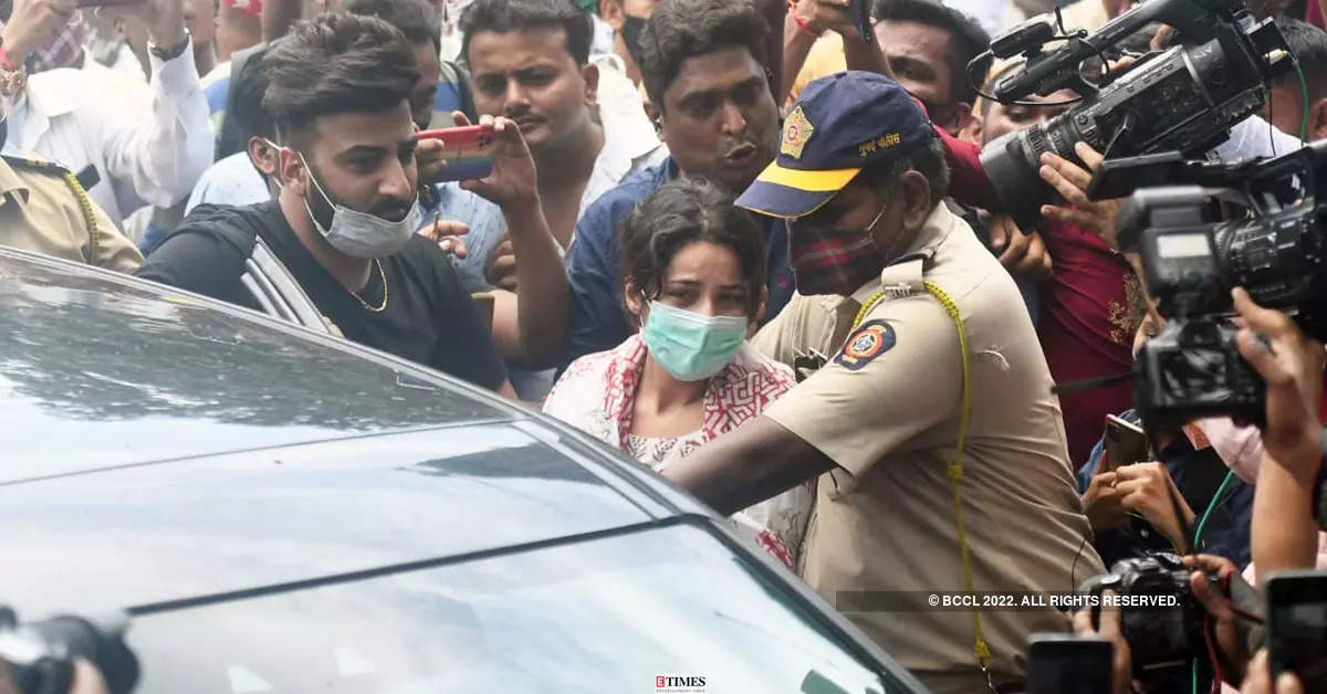 Sidharth Shukla's funeral: Shehnaaz Gill, Asim Riaz, Rashami Desai and many other celebrities attend last rites, pay tributes