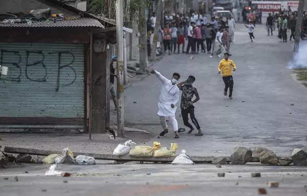 Clashes erupt in Srinagar after Syed Ali Shah Geelani's death