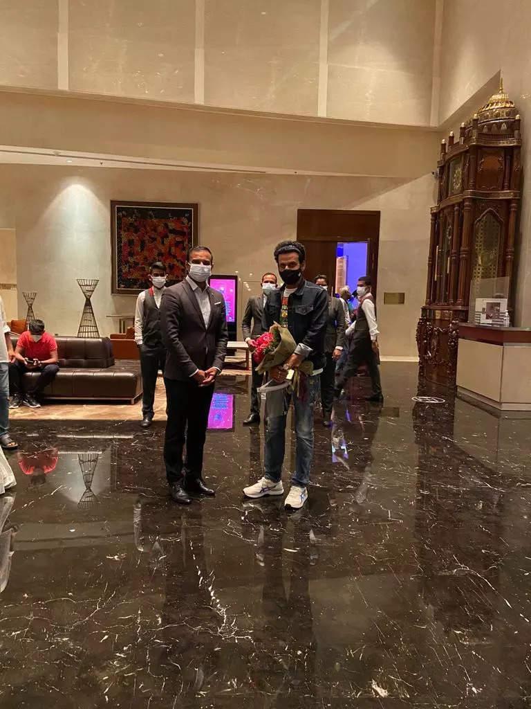 Manoj Bajpayee hangs out with Pankaj Tripathi