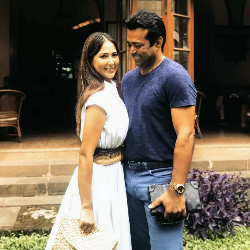 Leander Paes just can't take his eyes off ladylove Kim Sharma in this new dreamy picture