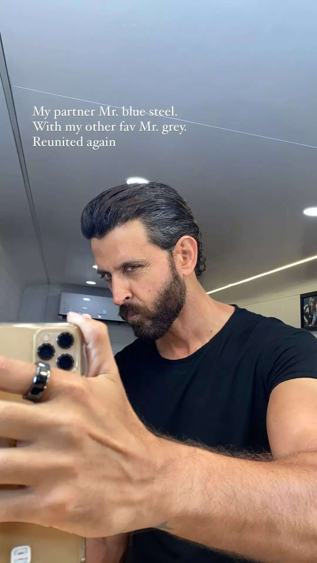 , Pic: Hrithik shows off his chiselled physique, The World Live Breaking News Coverage & Updates IN ENGLISH