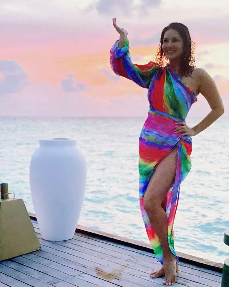Glamorous pictures of Sunny Leone in a colourful thigh-high slit beachwear will make your heart skip a beat!