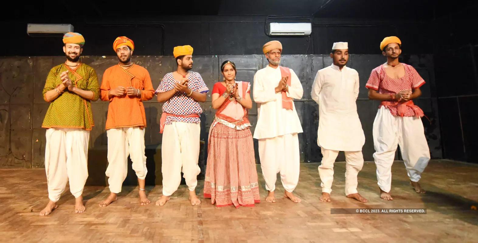 Bhuriya Laturiya: A play