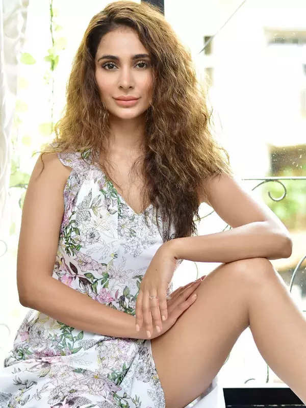 Former Miss India and actress Alankrita Sahai held hostage and robbed