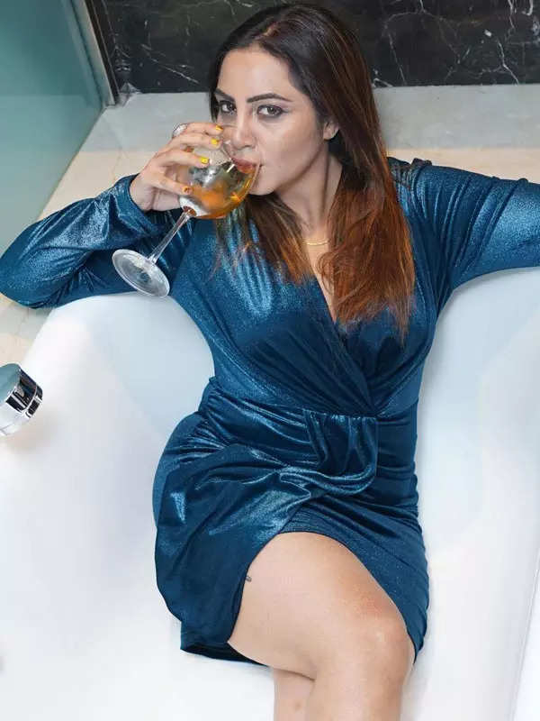 Bigg Boss 14 contestant Arshi Khan's jaw-dropping transformation pictures go viral