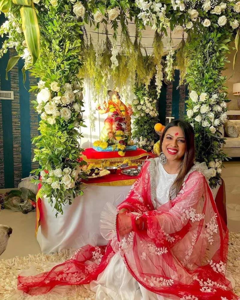 From Kareena Kapoor to Sara Ali Khan, stars welcome Bappa at home with full enthusiasm!