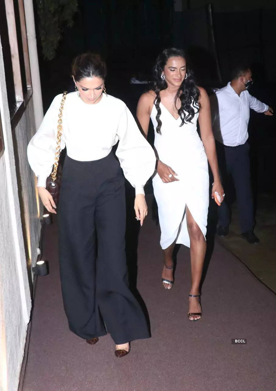 , Deepika-Ranveer & PV Sindhu get spotted for dinner, The World Live Breaking News Coverage & Updates IN ENGLISH