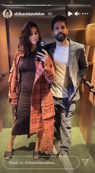 Shibani posts an elevator selfie with Farhan