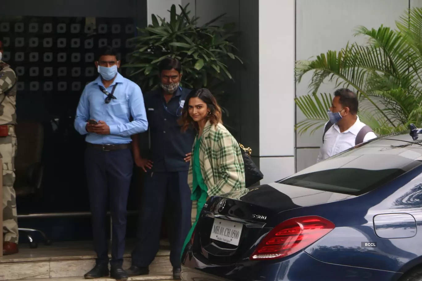 , Deepika keeps it casual & stylish in green, The World Live Breaking News Coverage & Updates IN ENGLISH