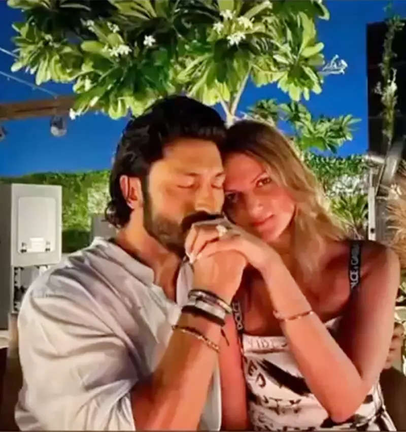 Vidyut Jammwal's sweetest proposal to Nandita Mahtani in the 'Commando Way' will melt your heart!
