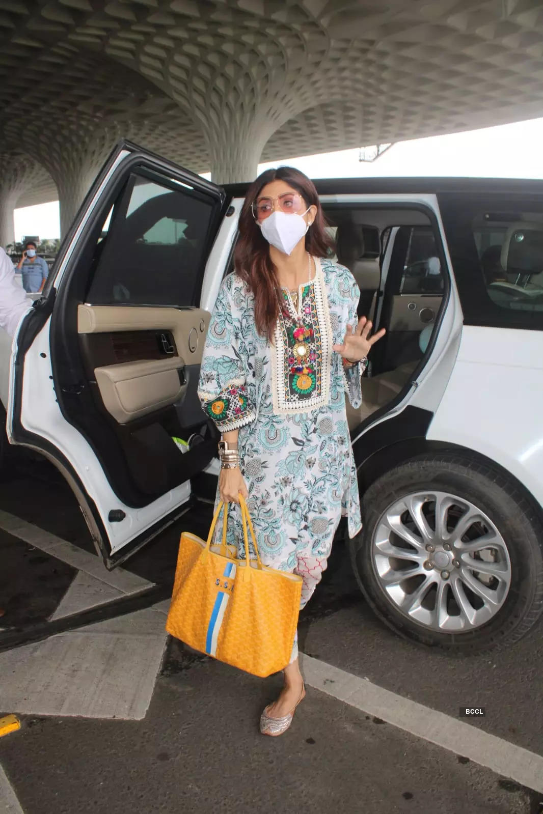 Shilpa makes a stylish appearance at airport