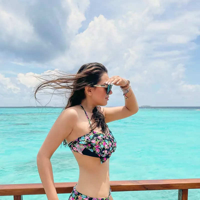 These magical pictures of Hansika Motwani in a floral bikini will surely make you hit the beach!