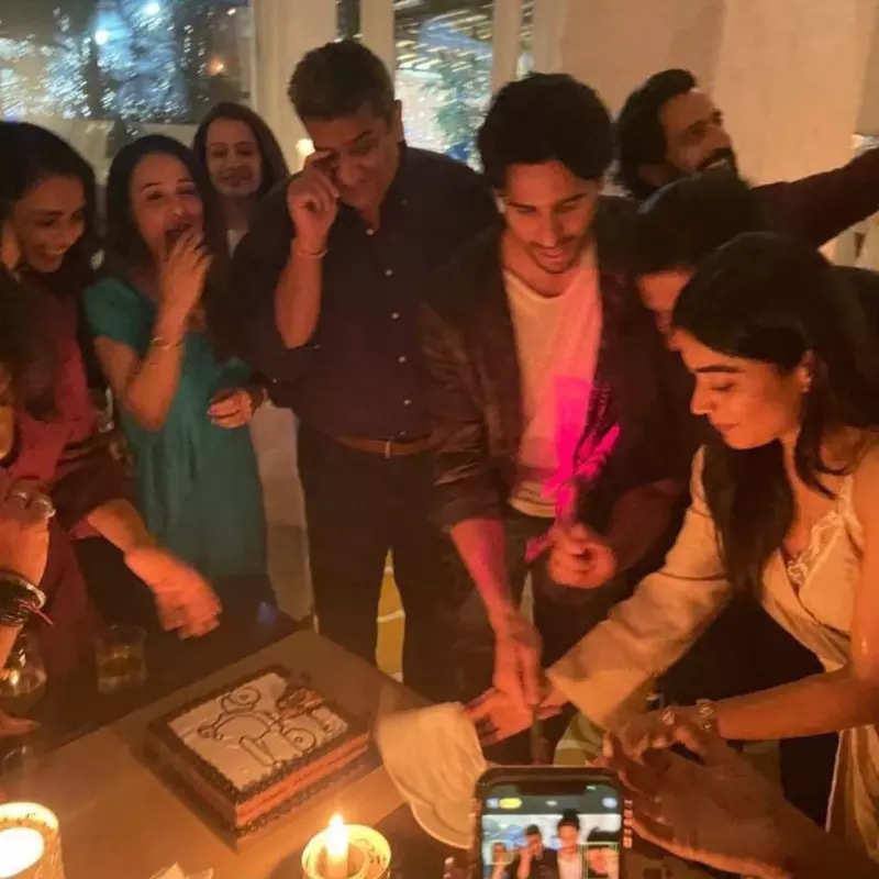 Sidharth Malhotra and Rashmika Mandanna chill with 'Mission Majnu' team at wrap-up party