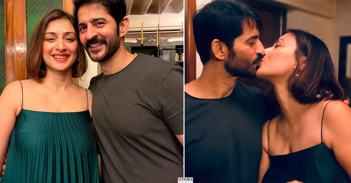 Hiten Tejwani shares a passionate kiss with wife Gauri Pradhan on her birthday