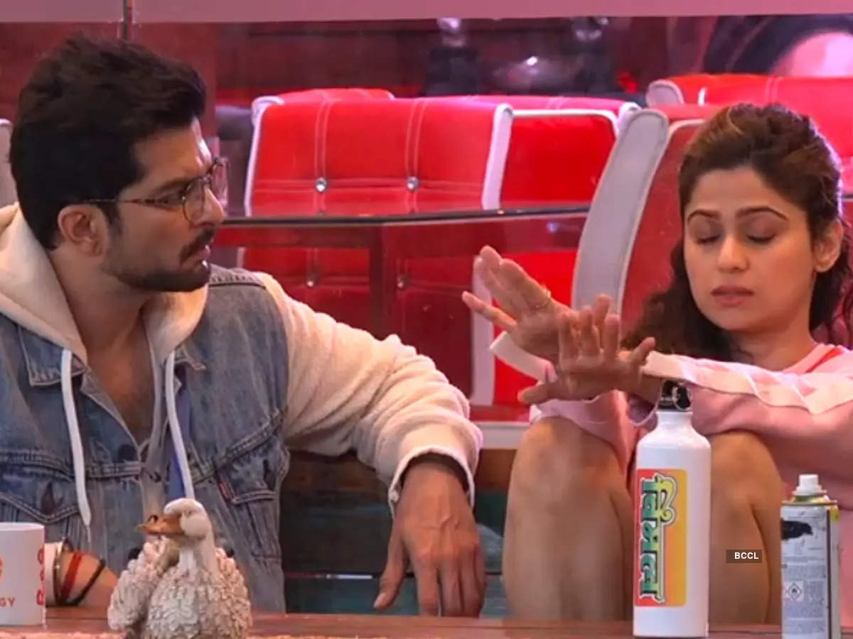 Fights with Raqesh