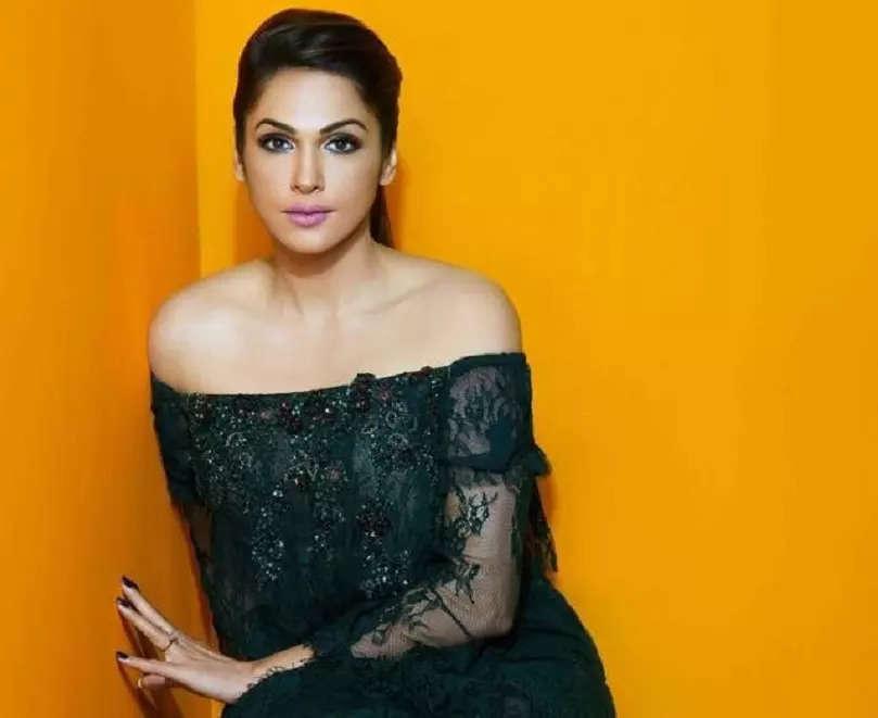 Happy Birthday Isha Koppikar: 5 Times the beauty queen gave us major style goals!