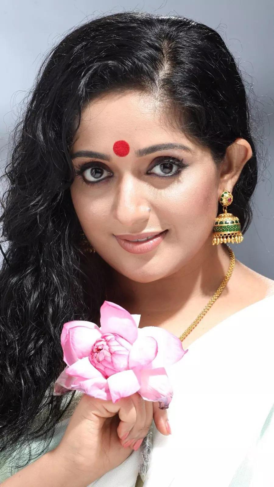 Best saree looks of Kavya Madhavan