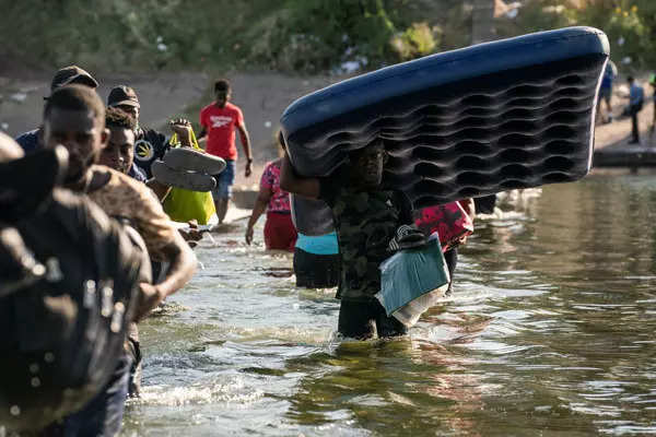 30 pictures of migrants who crossed Rio Grande river to enter US illegally