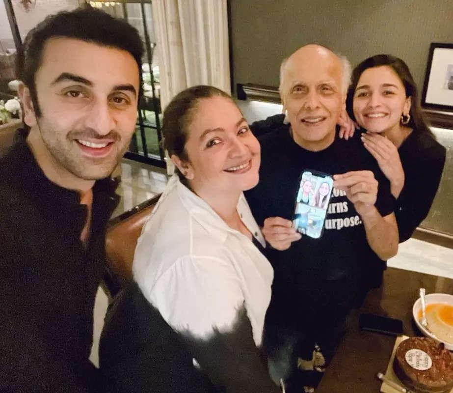Lovely pictures of Alia Bhatt celebrating birthday of Mahesh Bhatt with beau Ranbir Kapoor are simply unmissable!