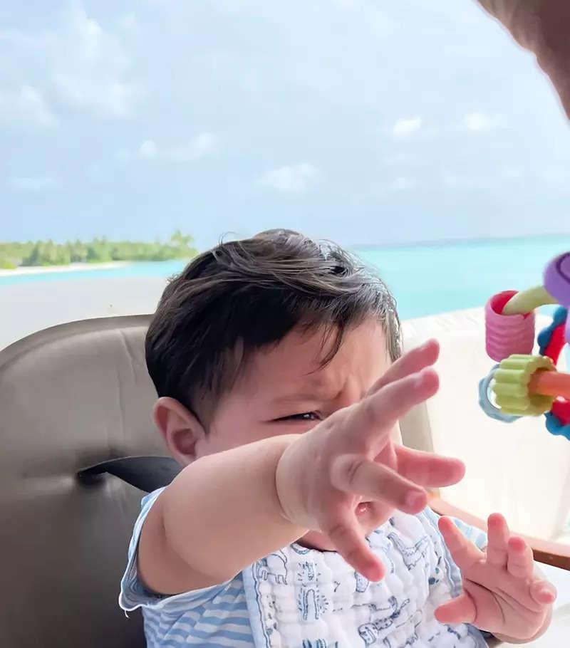 Birthday girl Kareena Kapoor Khan enjoys romantic moment with Saif Ali Khan on her beach getaway