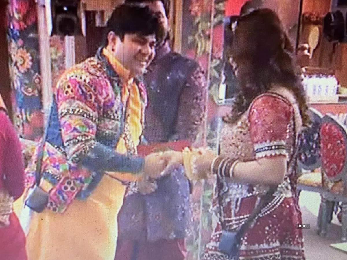 Sneha Wagh's reaction after seeing ex-hubby Avishkar Darwhekar as a contestant
