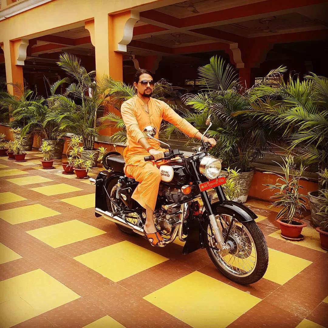 Who is Anand Giri? 'Chhote' Maharaj's flashy lifestyle