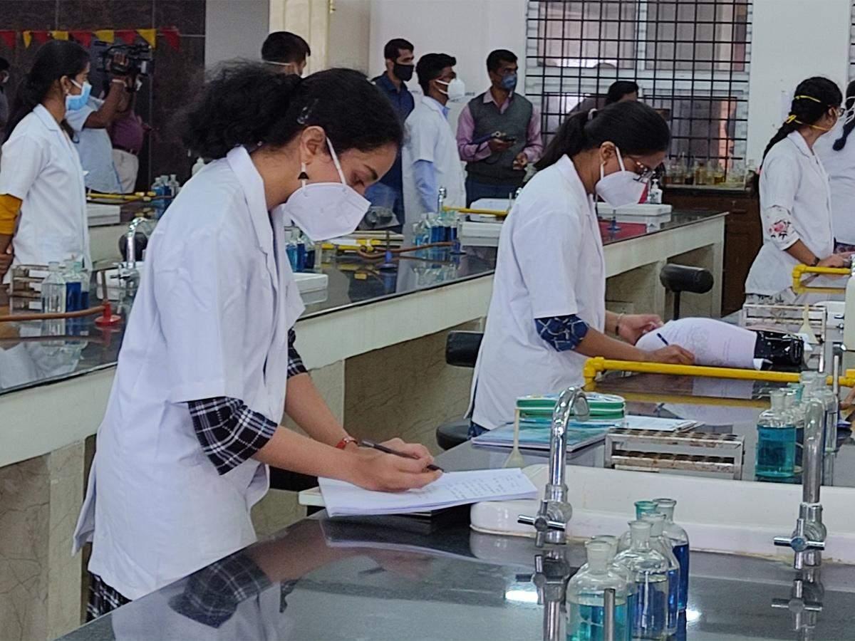 Translating vast Medical syllabus into Hindi is a big stumbling block