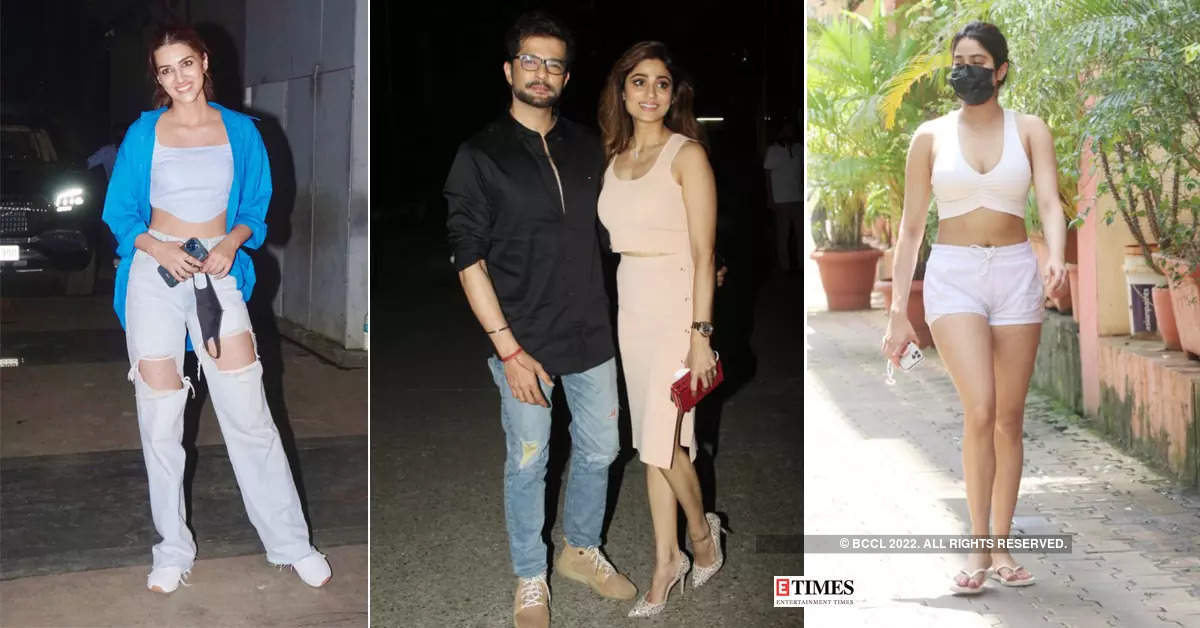 #ETimesSnapped: From Kriti Sanon to Janhvi Kapoor, paparazzi pictures of your favourite celebs